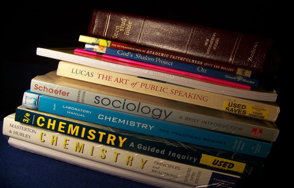 Top Six Best Sites To Buy Cheap Textbooks