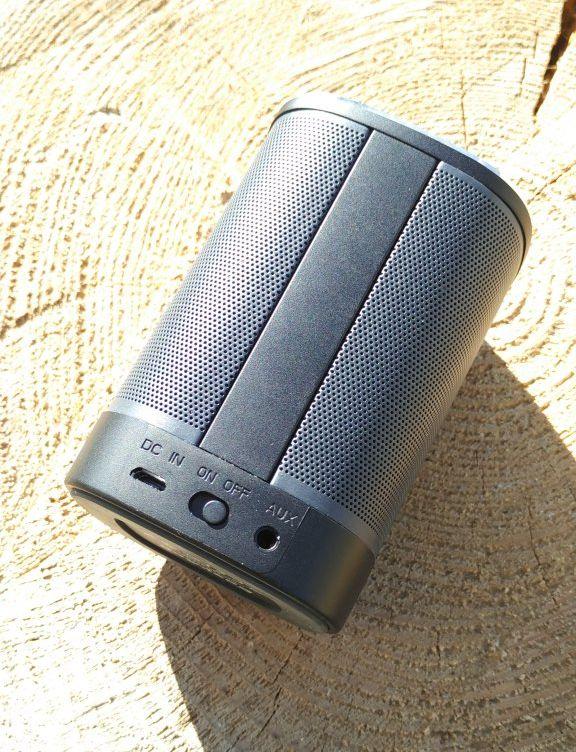 EasyAcc DP100 Ultra Portable Speaker volume