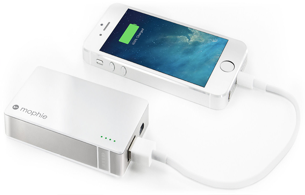 charging-the-smartphone-using-power-bank