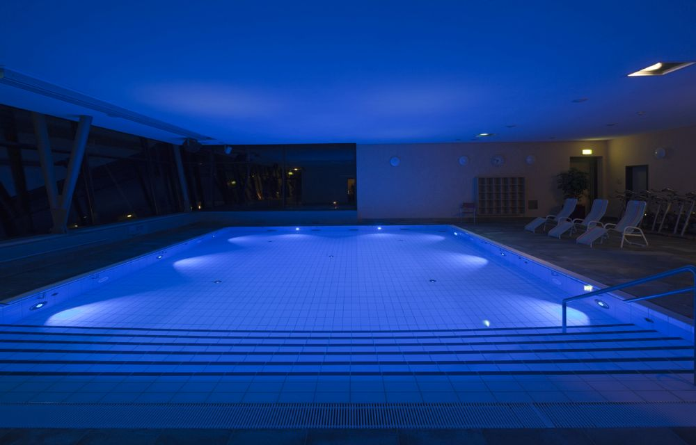 Which Light To Use For Your Pool and Why The Technology Behind It